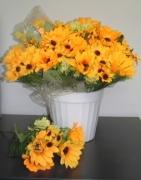 БУКЕТЧЕ 13цветчета СЛЪНЧОГЛЕДИ малки и големи, клонка топчета 30см