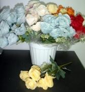 БУКЕТЧЕ  6цветчета РОЗА със светла клонка с цветчета 30см